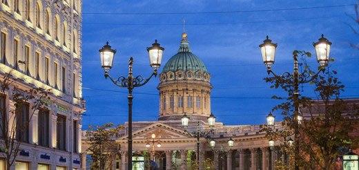 Светодиодные фонари классического стиля украсили улицу Санкт-Петербурга